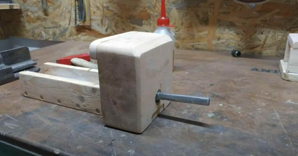 foto 5 10 – Как сделать простые слесарные тиски из дерева
