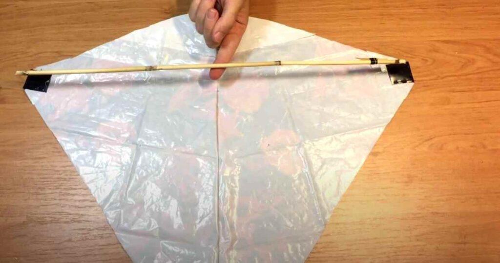 foto 8 1 – Как сделать воздушного змея из полиэтиленового пакета