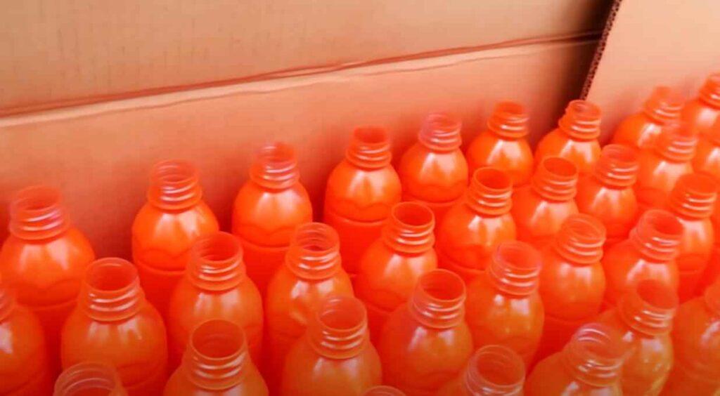 foto 2 – Цветочная клумба из пластиковых бутылок