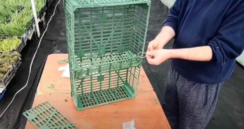 foto 5 8 – Дешево и просто: как сделать полку из пластикового ящика
