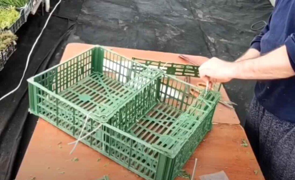 foto 6 6 – Дешево и просто: как сделать полку из пластикового ящика