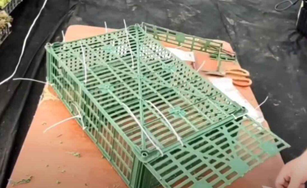 foto 7 6 – Дешево и просто: как сделать полку из пластикового ящика
